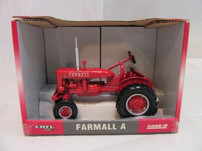 Ertl Farmall A and B Tractos - 3