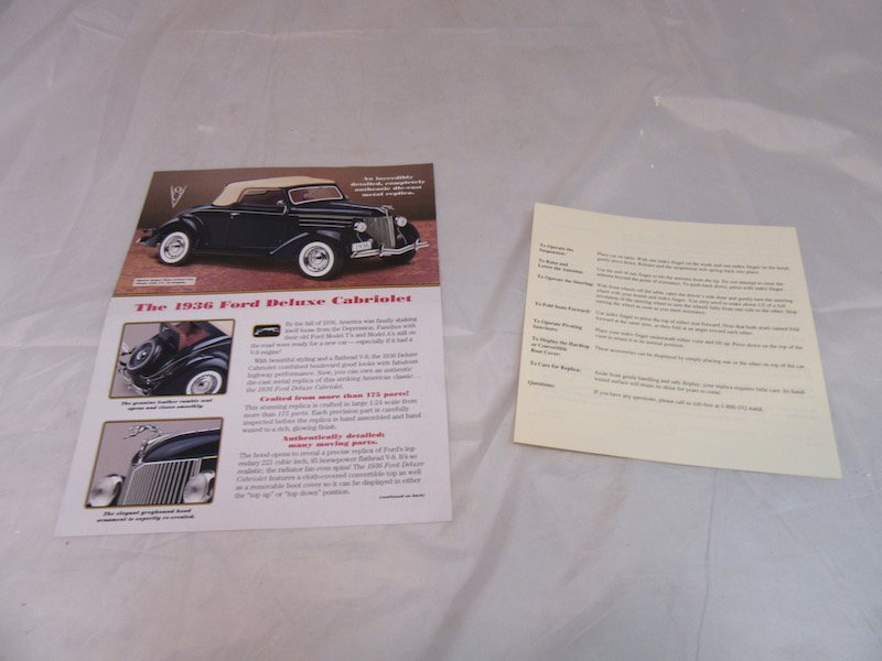 Danbury Mint 1936 Ford Deluxe Cabriolet - 3
