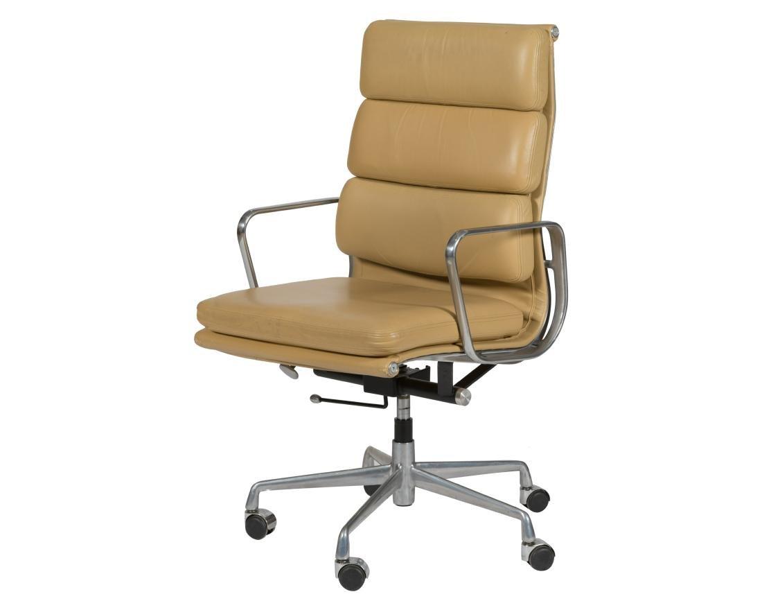 Charles Eames Soft Pad Chair (437)