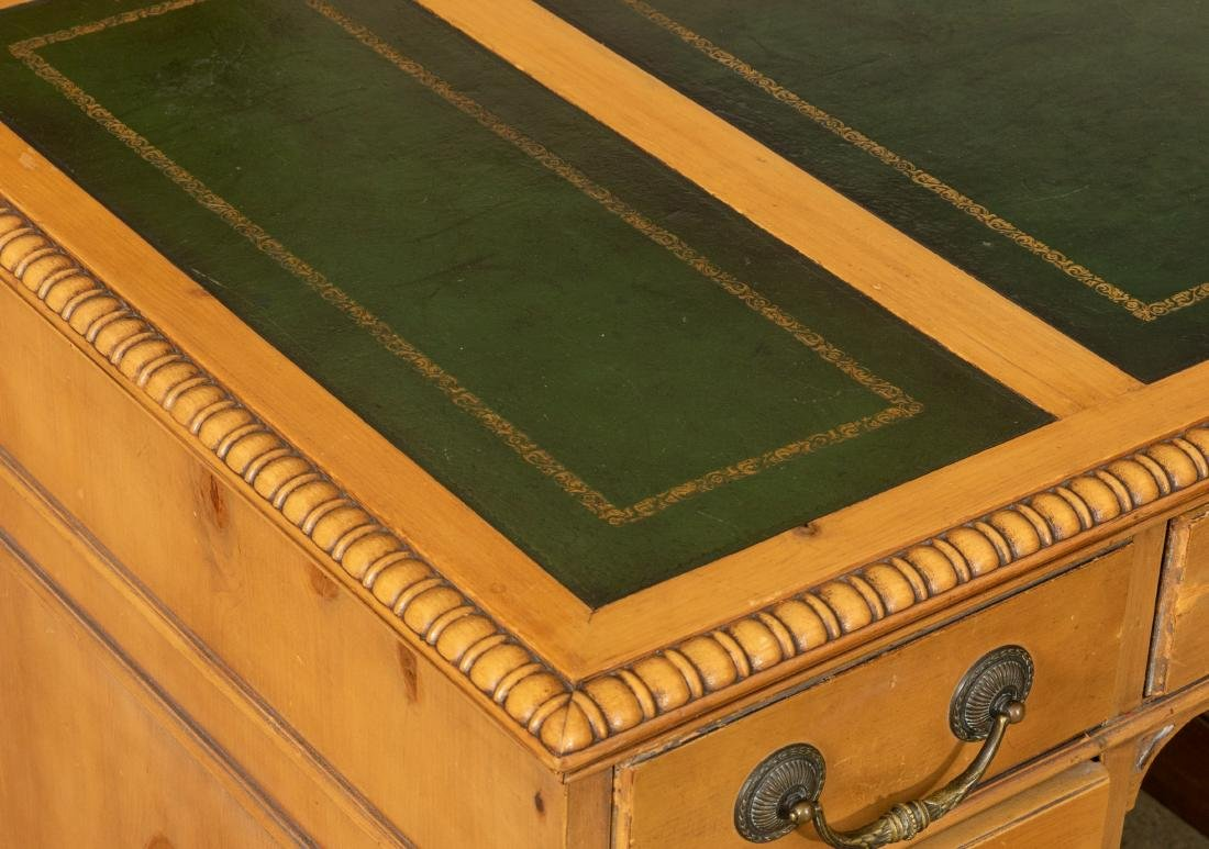 George III Style Leather Top Desk - 2