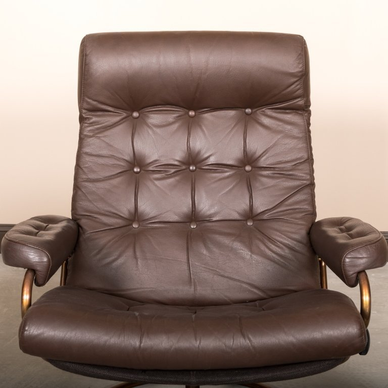 Pair of Ekorness Stressless Leather Recliners - 4