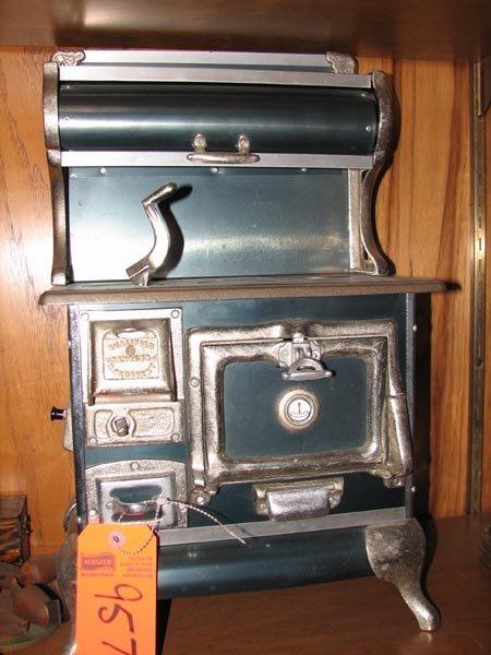 957: Qualified Range Company salesman sample stove, 20.