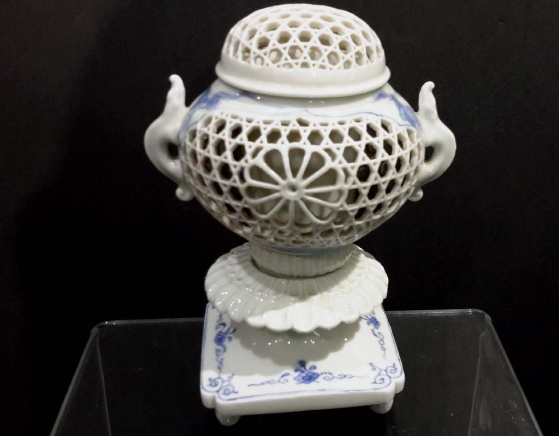 Hirado Porcelain Incense Burner, Meiji Period Coro