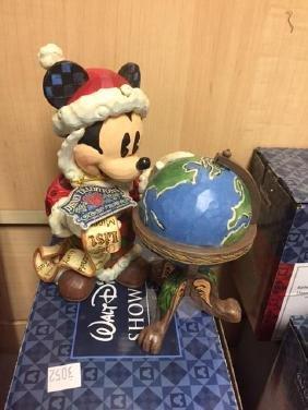Disney Showcase - Global Christmas Mickey