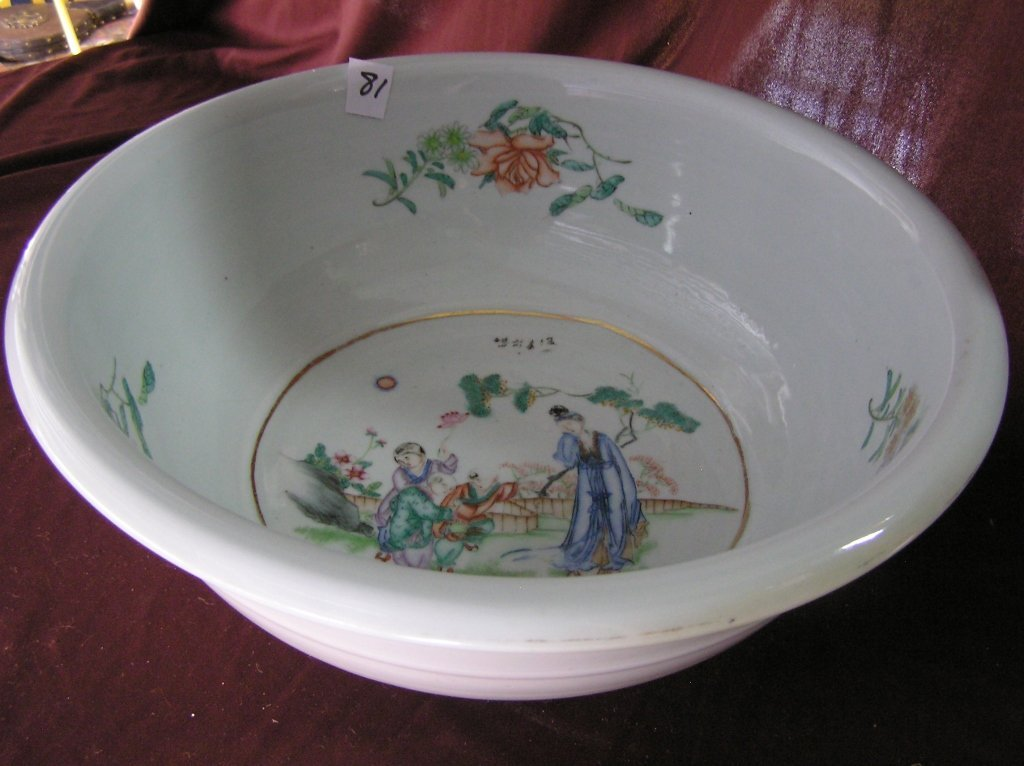 19th Century Chinese Export Porcelain Wash Bowl