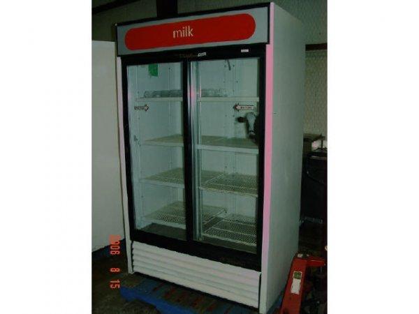 422A: True 2-door Glass Refrigerator, 41CF