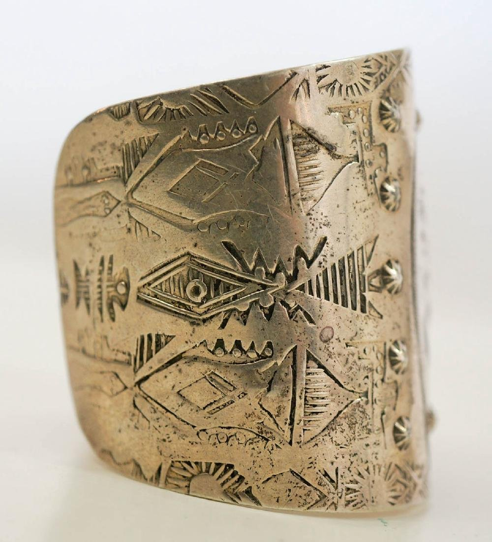 An Old Native American Sterling Cuff Bracelet - 5