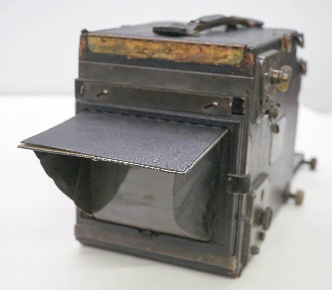 An Old Graflex Camera - 2