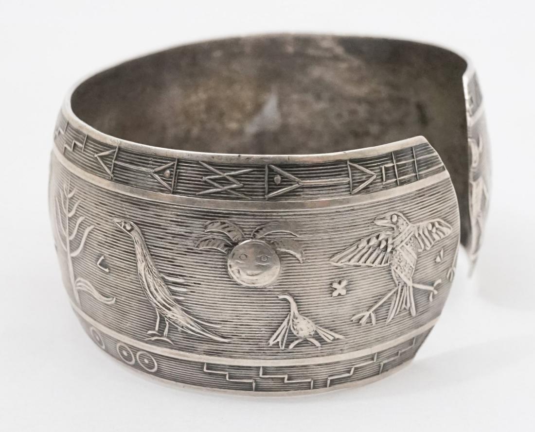 A Fine Vintage Sterling Native American Bracelet - 3