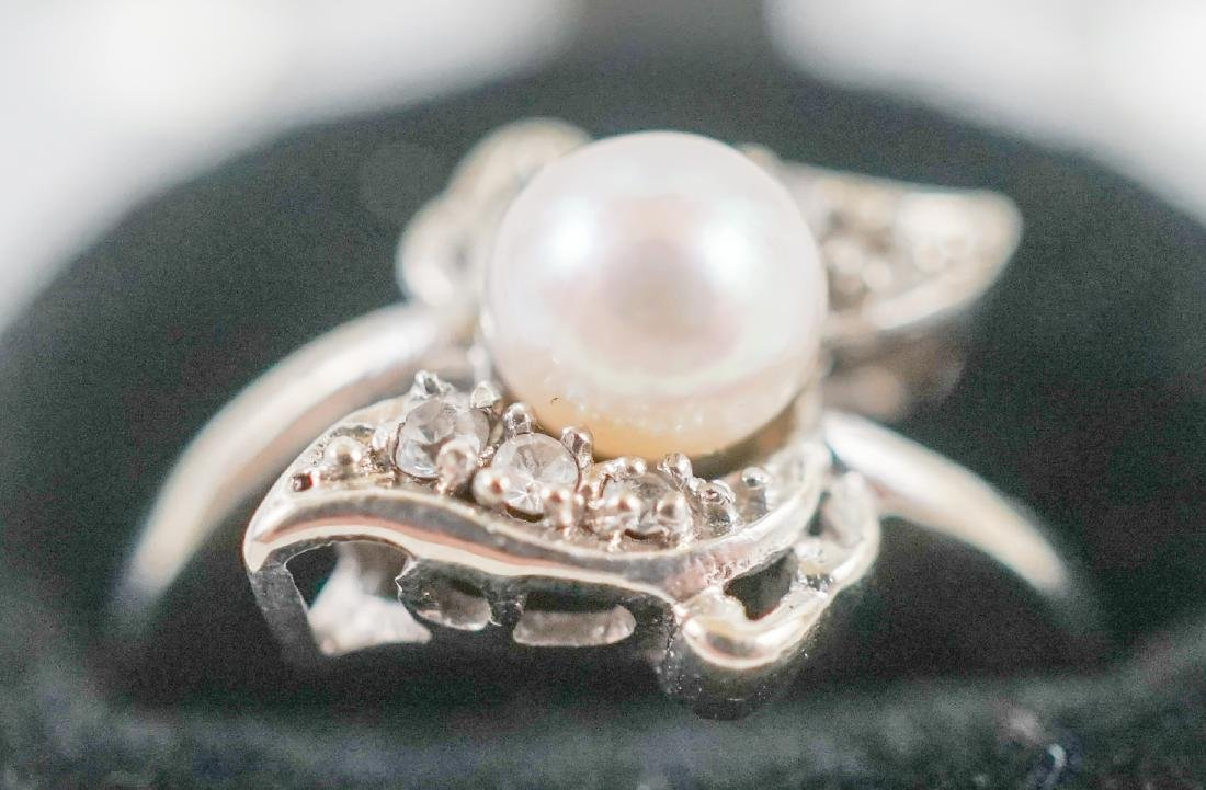 Two White Gold and Pearl Rings - 2