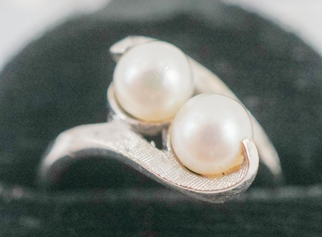 Two White Gold and Pearl Rings - 3