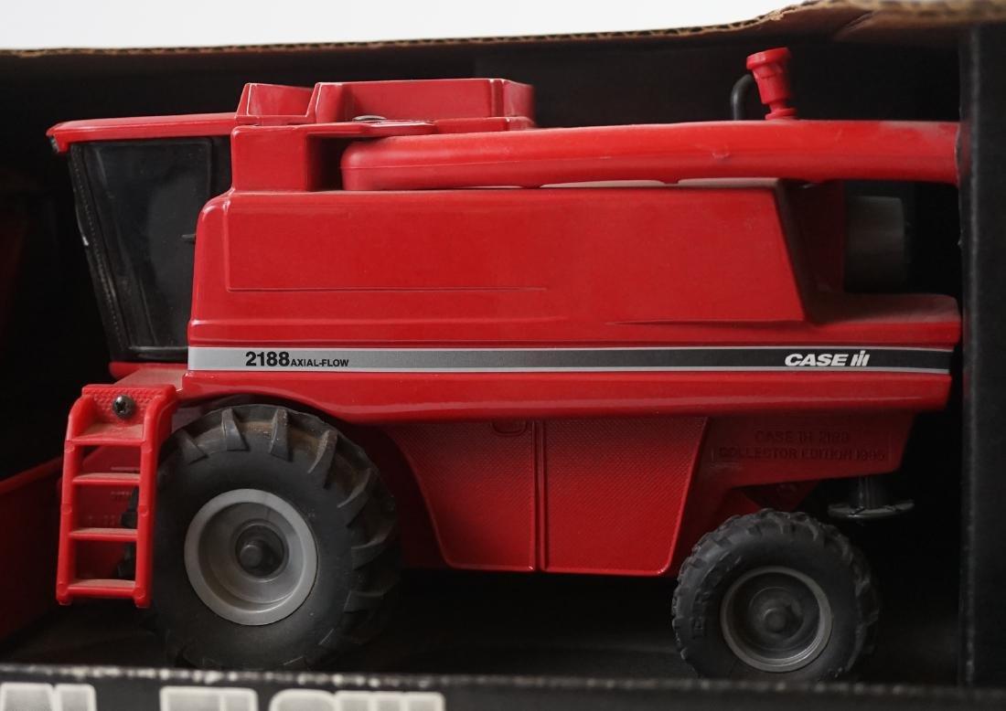 Ertl Case IH 2188 1995 Collector Edition Combine - 2
