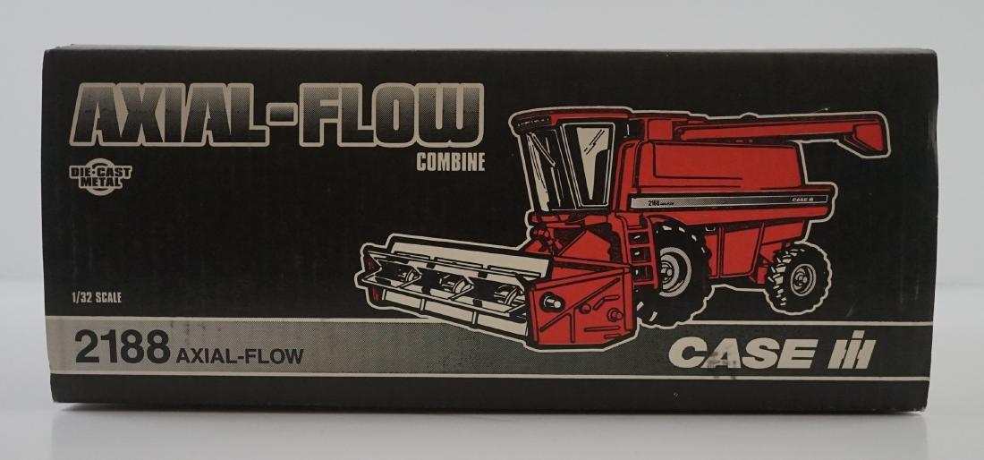 Ertl Case IH 2188 1995 Collector Edition Combine - 5