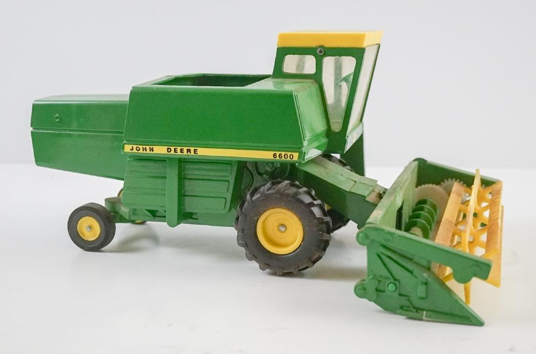 Vintage John Deere 1:16 Scale Model Combine