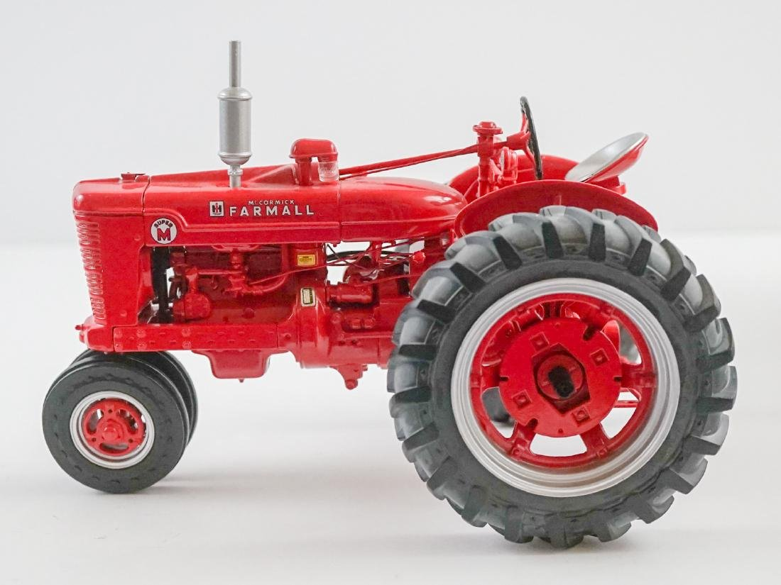 The Farmall MV High-Clear Die0Cast Replica MIB - 2