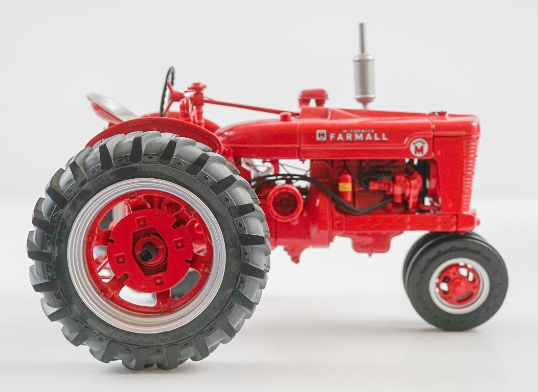 The Farmall MV High-Clear Die0Cast Replica MIB - 3