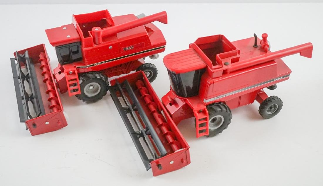 Case International Axial-Flow Combines 1:32 Scale