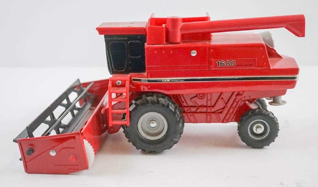 Case International Axial-Flow Combines 1:32 Scale - 2