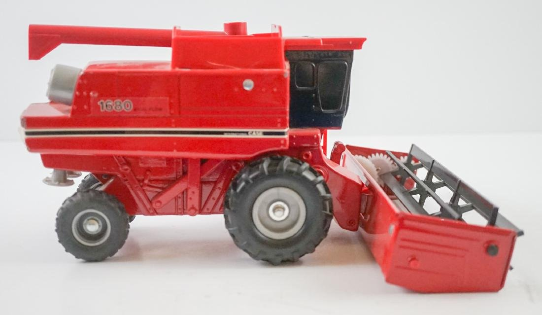 Case International Axial-Flow Combines 1:32 Scale - 4
