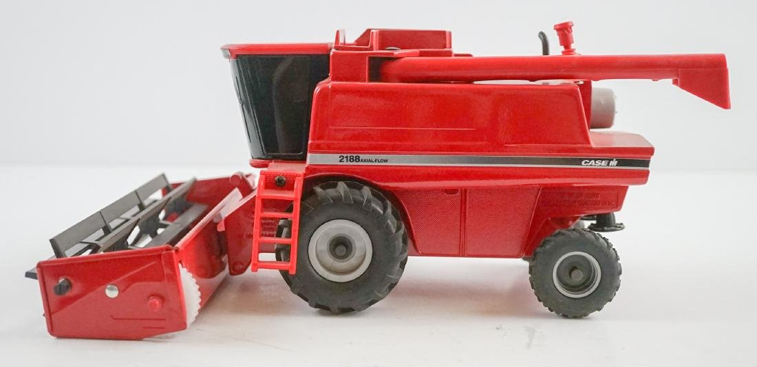 Case International Axial-Flow Combines 1:32 Scale - 6