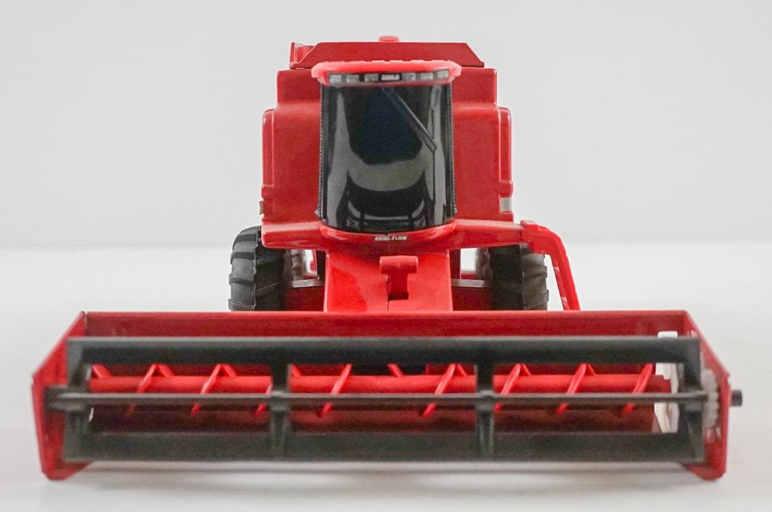 Case International Axial-Flow Combines 1:32 Scale - 7