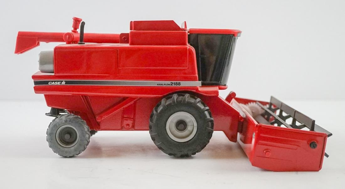 Case International Axial-Flow Combines 1:32 Scale - 8