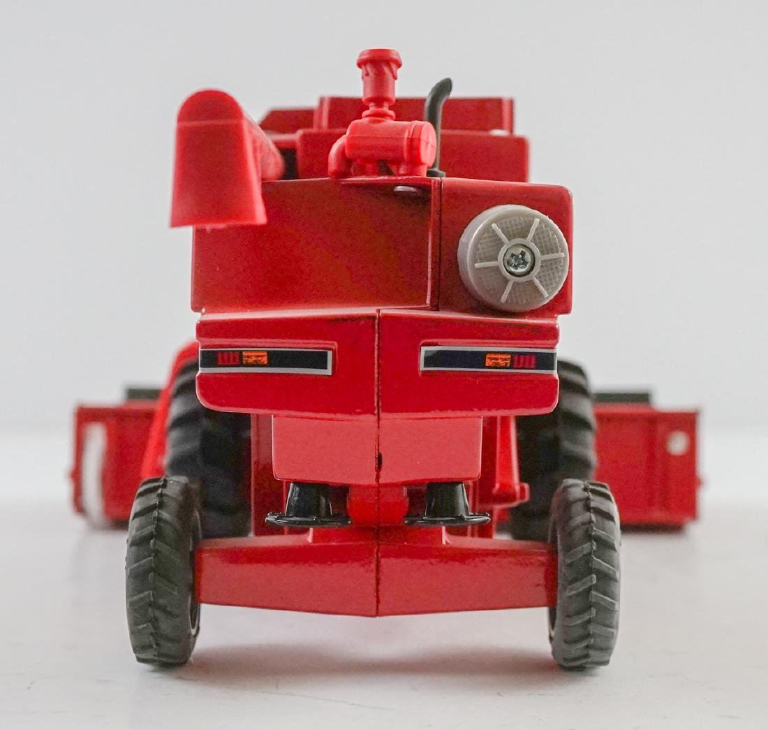 Case International Axial-Flow Combines 1:32 Scale - 9