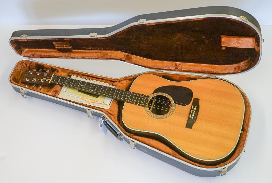 Martin D-28 Acoustic Guitar, Near Mint/Mint