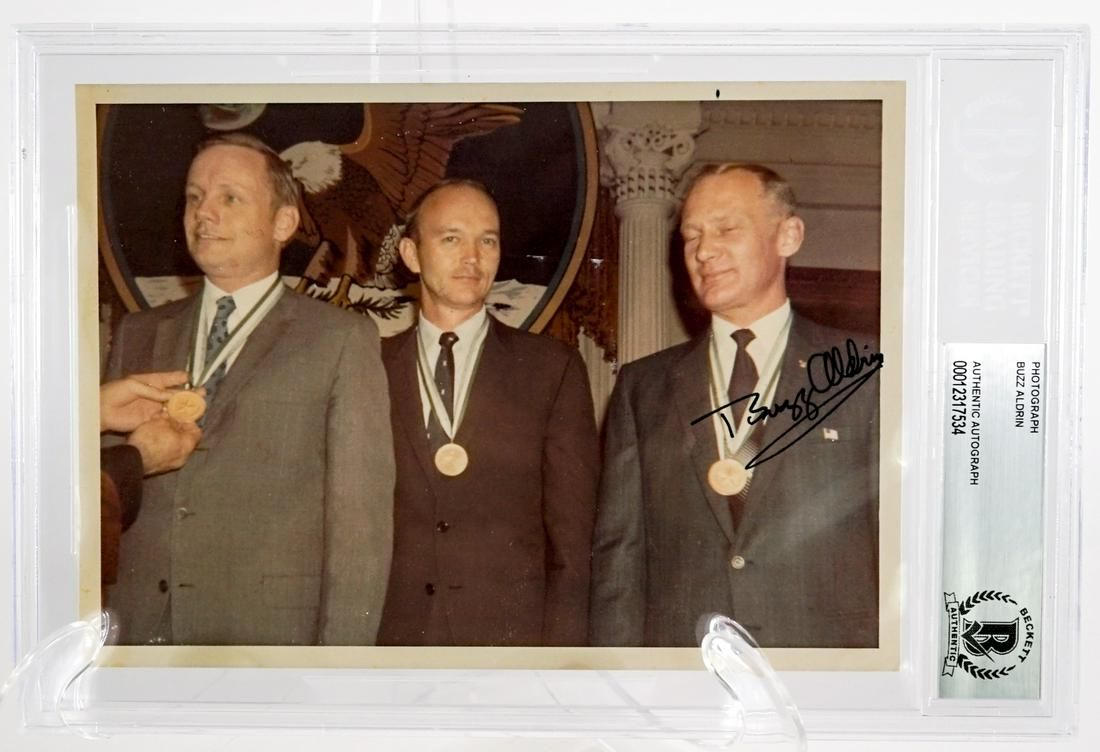 Buzz Aldrin Signed Photograph Medal of Honor