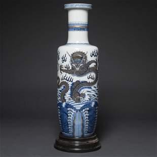Importante jarrón en porcelana china azul y