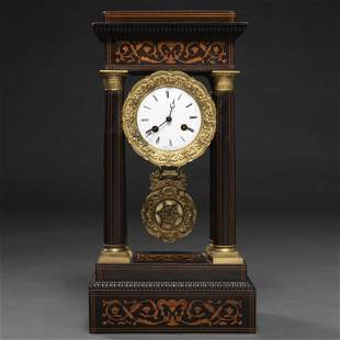 Reloj de pórtico en madera con incrustaciones de