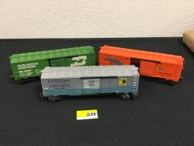 3 VINTAGE LIONEL RAILROAD BOX CARS. WESTERN PACIFIC