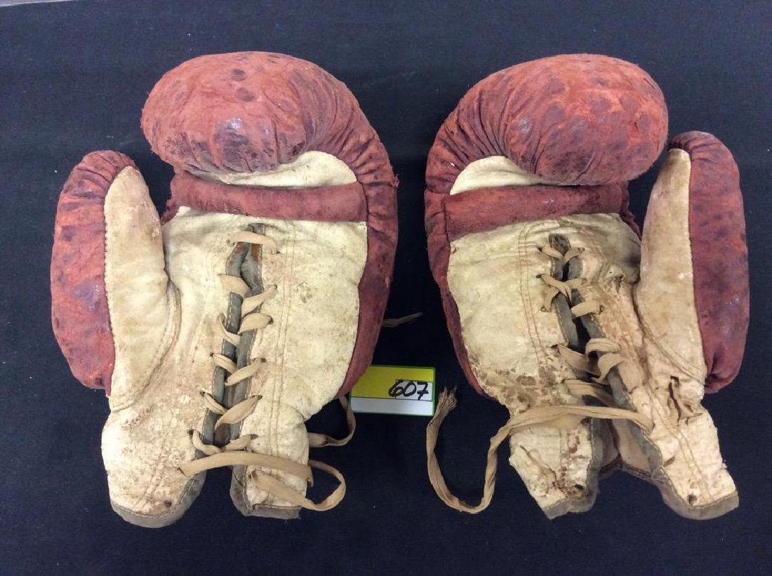 VINTAGE ANTIQUE LEATHER BOXING GLOVES. STILL IN GOOD - 2