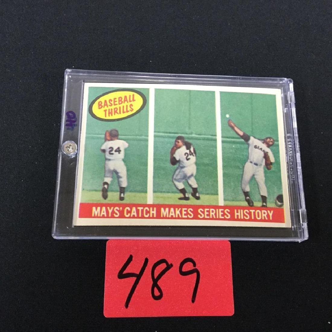 1959 TOPPS BASEBALL THRILLS MAY'S CATCH MAKES SERIES