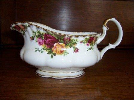 16: Royal Albert 'Old Country Roses' Sauce Jug
