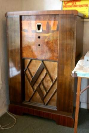 Circa 1920's BEALE Panchromatic Radio Cabinet. Marqu