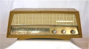 c.1950's KRIESLER Cream Plastic Mantel Radio. Couple