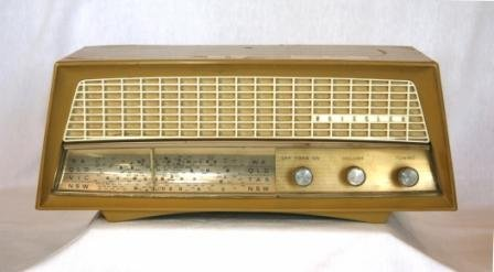 8: c.1950's KRIESLER Cream Plastic Mantel Radio. Couple