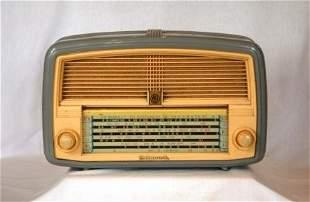 AEI Hotpoint Plastic Mantel Radio. Of 1955. Grey wit