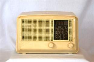 STROMBERG-CARLSON Cream Bakelite Mantel Radio. Ove