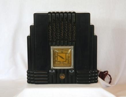 17: AWA Empire Brown/Black Mantel Radio