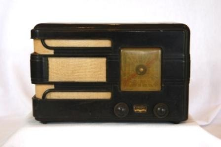 18: AIRZONE c.1930's Brown Bakelite Mini Radio