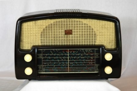 21: c.1930's HMV Little Nipper Mantel Radio. Brown bake