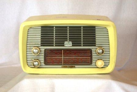 40: HMV Little Nipper Cream Plastic Mantel Radio