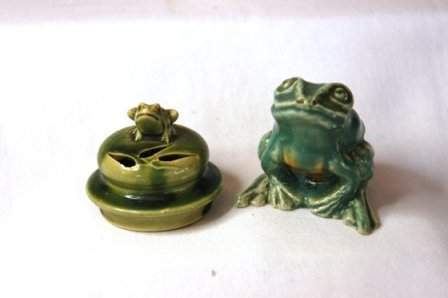 337: 2 Various Small Green Glaze Frog Ornaments. Unsign