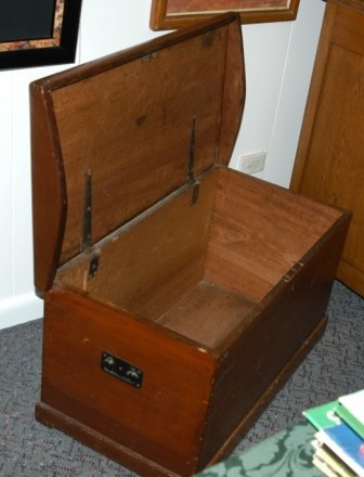 1787: Australian Colonial Cedar Blanket Box  H 45 W 86  - 4