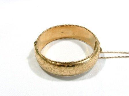 7: 9ct Gold Ladies Bracelet. Foliate engraving. 53gm