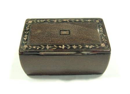 14: Early Tortoiseshell Lined Snuff Box. Metal floral i