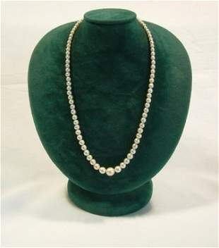 Graduated Cultured Pearl Necklace. 1 glass 'stone'