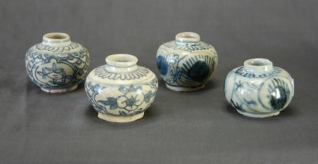 1020: 4 Early Annamese Blue & White Jars.  Average H 6c